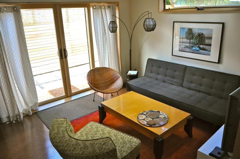 yellow cozy cottage (11)