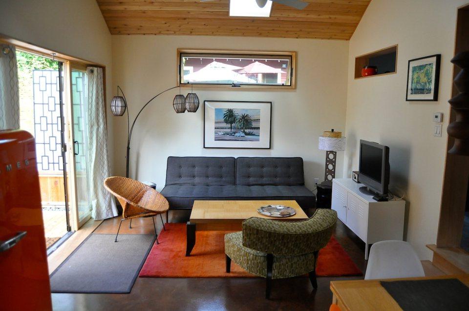 yellow cozy cottage (14)