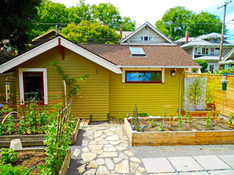 yellow-cozy-cottage-1