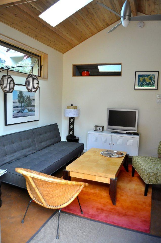 yellow cozy cottage (8)