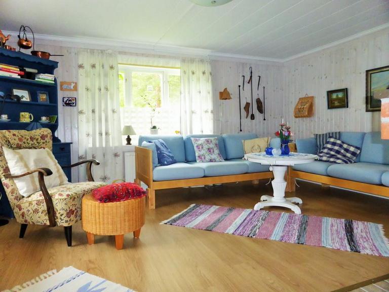 1-floor-blue-cottage (6)