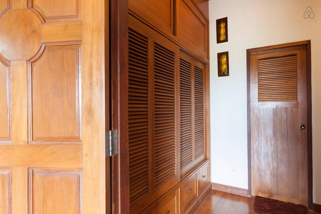 2 storey contemporary thai style villa (18)