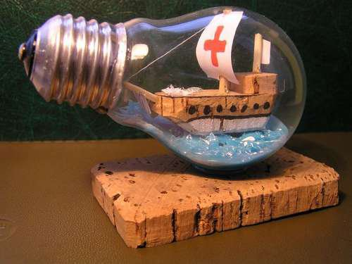 21 creative-ways-to-repurpose-lightbulbs (10)