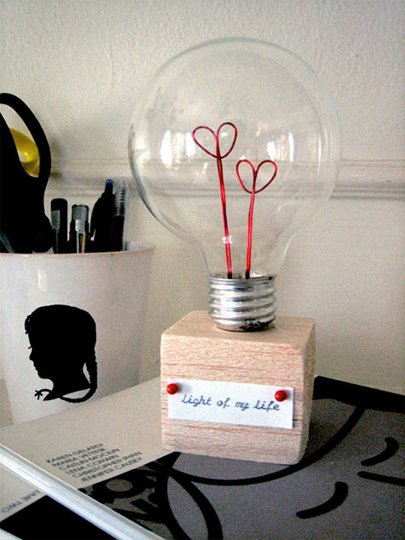 21 creative-ways-to-repurpose-lightbulbs (5)