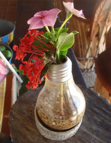 21 creative-ways-to-repurpose-lightbulbs (8)