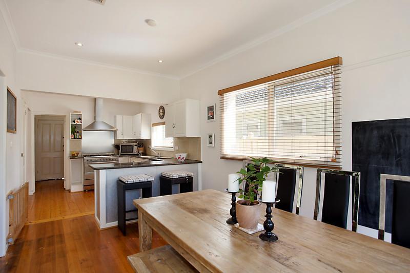 Big family home on invaluable corner land (3)