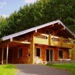 บ้านคันทรีหลังใหญ่ เต็มอิ่มกับบรรยากาศชนบทด้วยวัสดุไม้สวยเรียบ