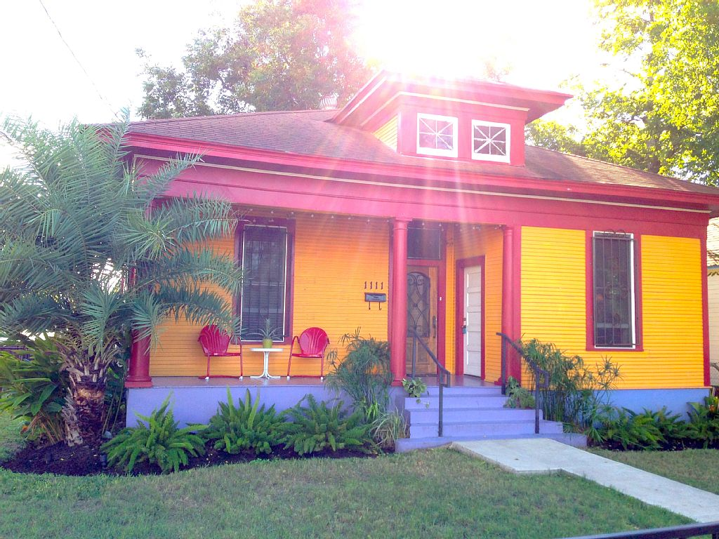 colorful bungalow for 2 ppl (1)