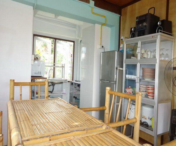 contemporary rural riverside house (12)