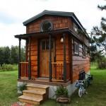 บ้านไม้แบบประกอบ ตกแต่งภายในครบครัน พร้อมห้องนอนสไตล์ลอฟท์