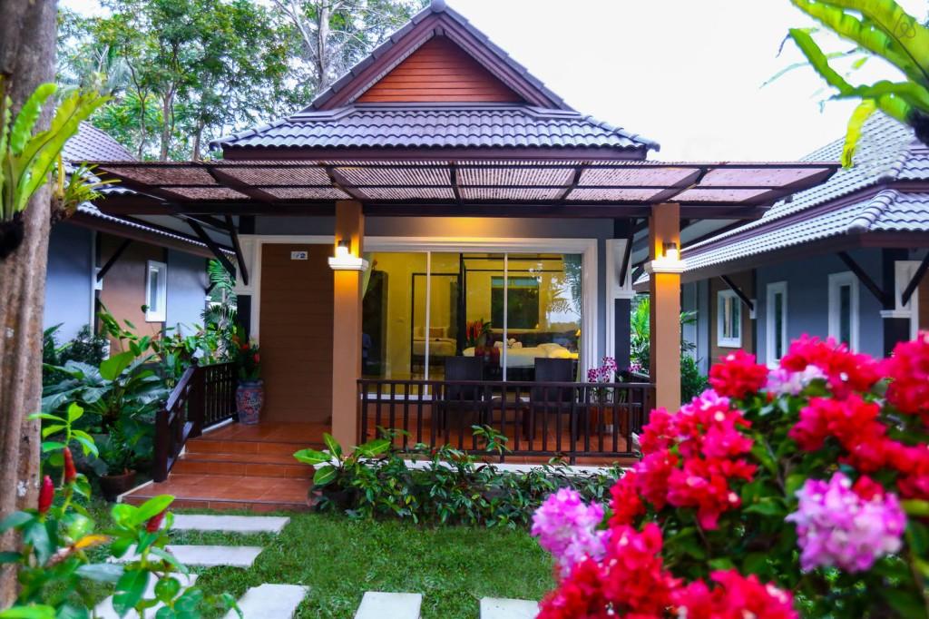 luxurious modern seaside villa (1)