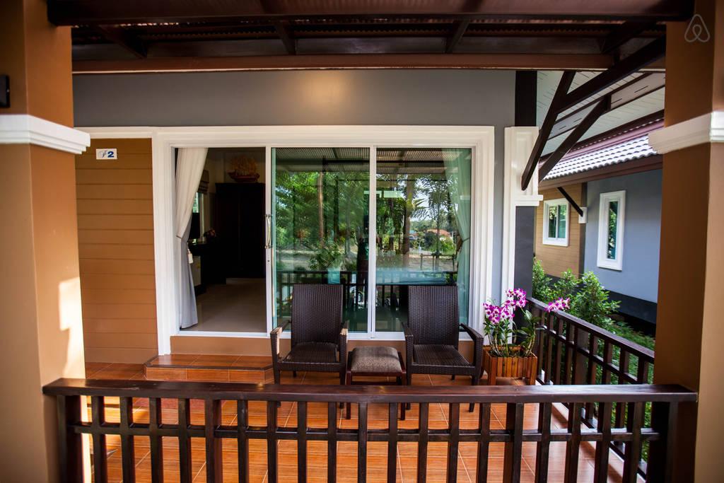 luxurious modern seaside villa (16)