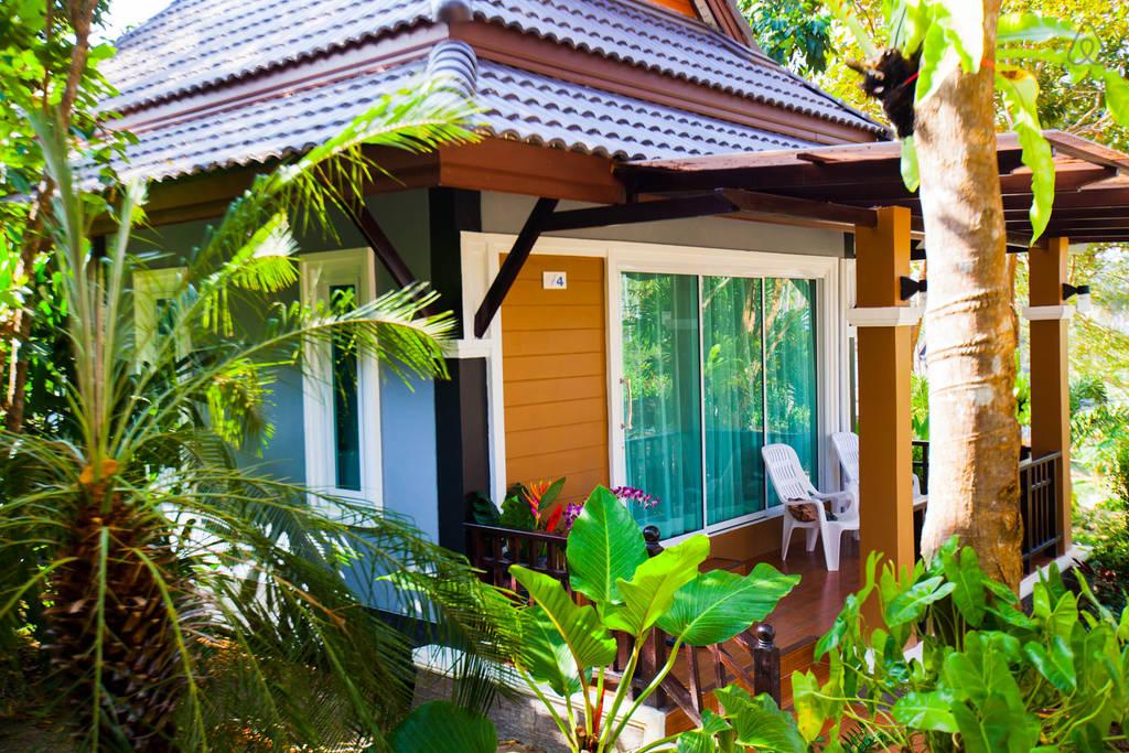 luxurious modern seaside villa (19)