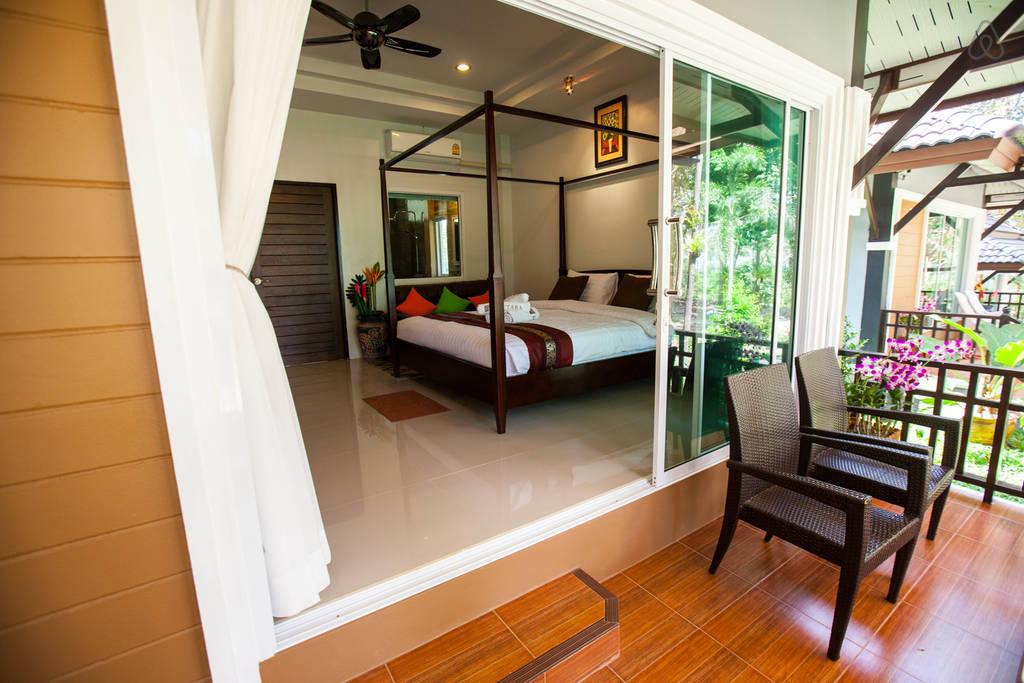 luxurious modern seaside villa (9)