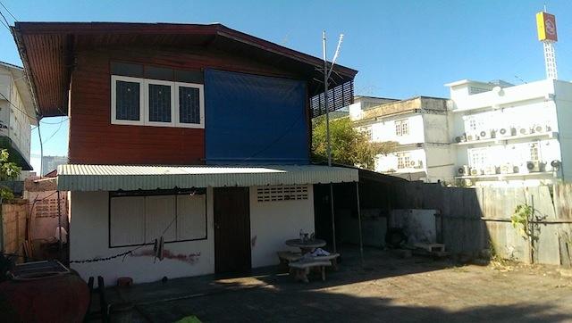 renovate concrete house to coffee shop (1)
