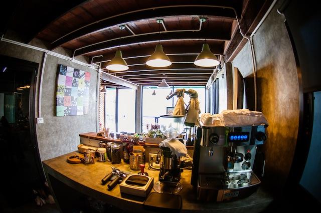renovate concrete house to coffee shop (26)