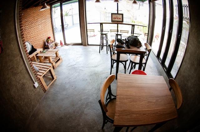 renovate concrete house to coffee shop (29)