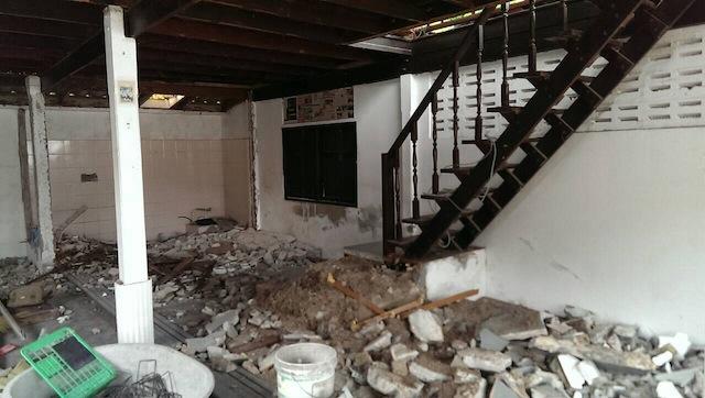 renovate concrete house to coffee shop (3)