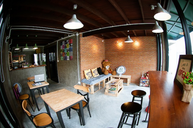 renovate concrete house to coffee shop (5)