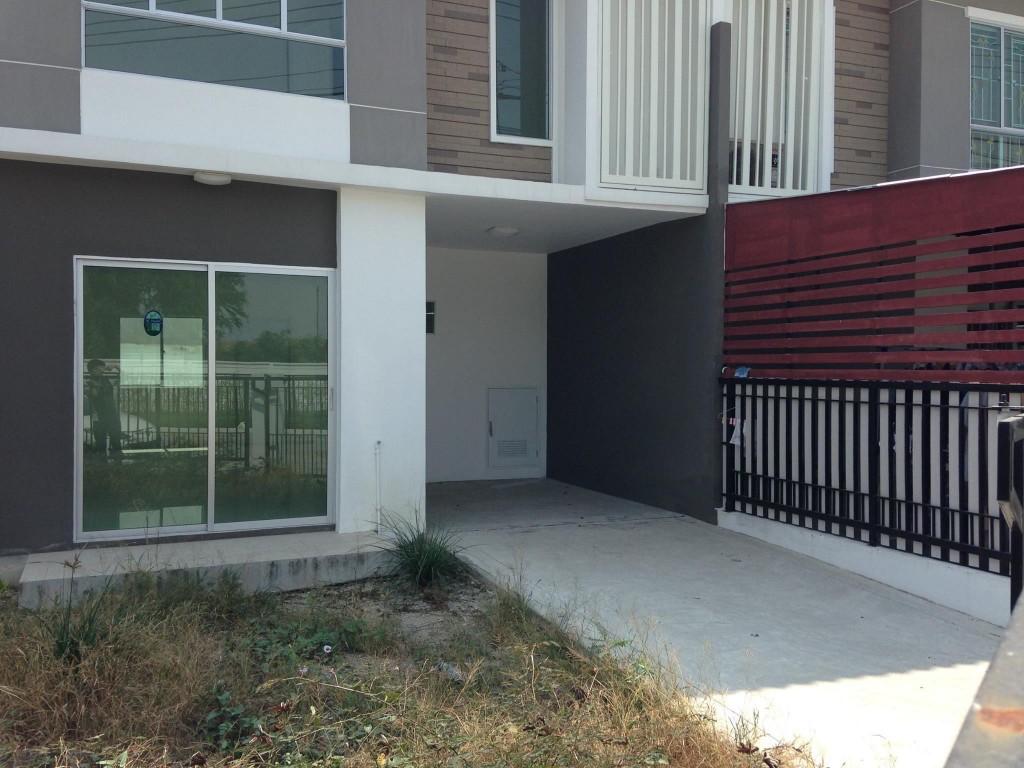 renovate-townhouse-to-single-family-house (3)