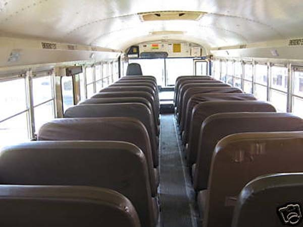 renovates bus to home (2)