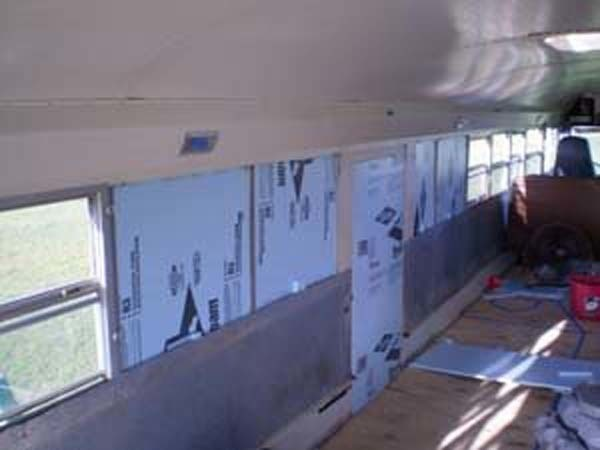 renovates bus to home (3)
