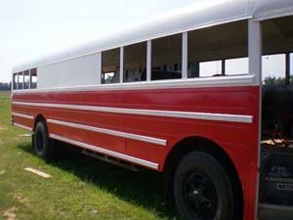 renovates bus to home (5)