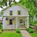 บ้านคอทเทจ 2 ชั้นขนาดกะทัดรัด ร่มรื่นที่ภายนอก อบอุ่นที่ภายใน