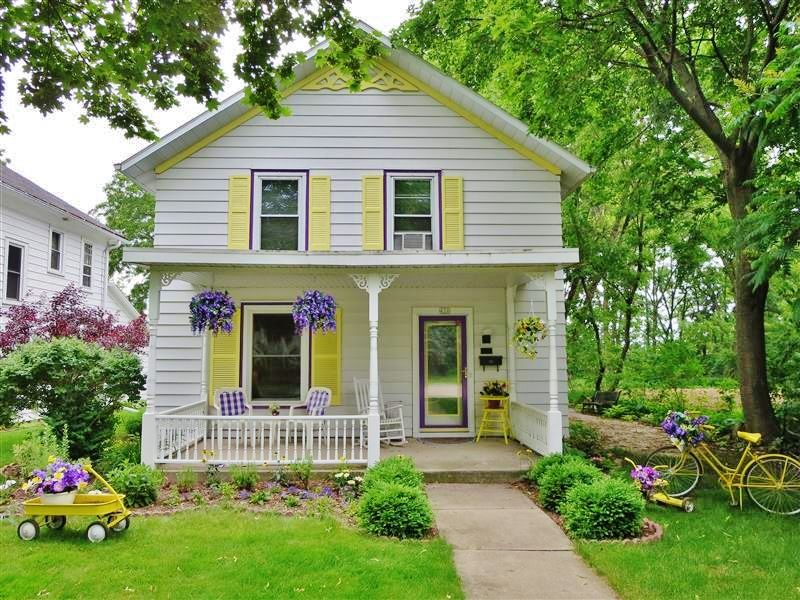 small white cozy cottage (1)