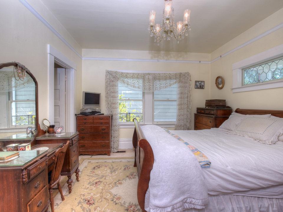 small white vintage house (7)