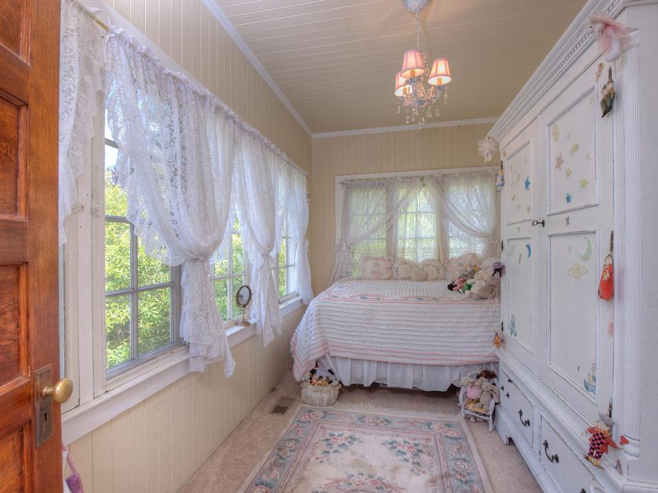 small white vintage house (9)