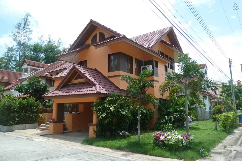 spacious contemporary earth house  (1)