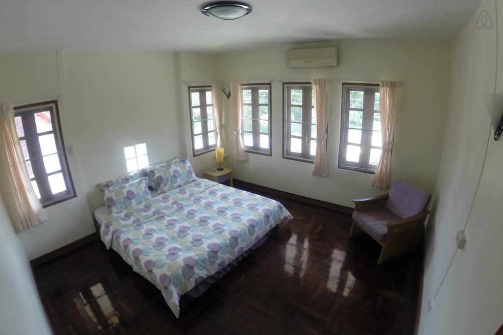 spacious contemporary earth house  (7)