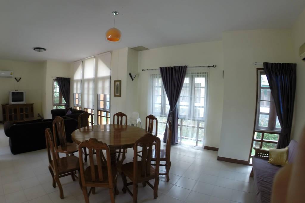 spacious contemporary earth house  (9)