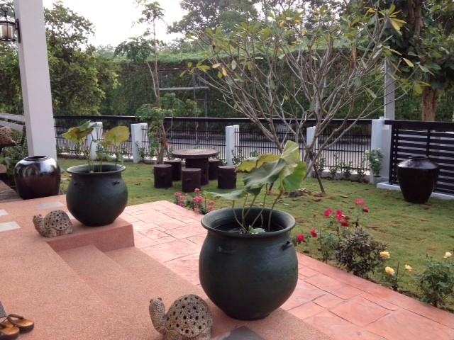 thai contemporary modern big house (18)
