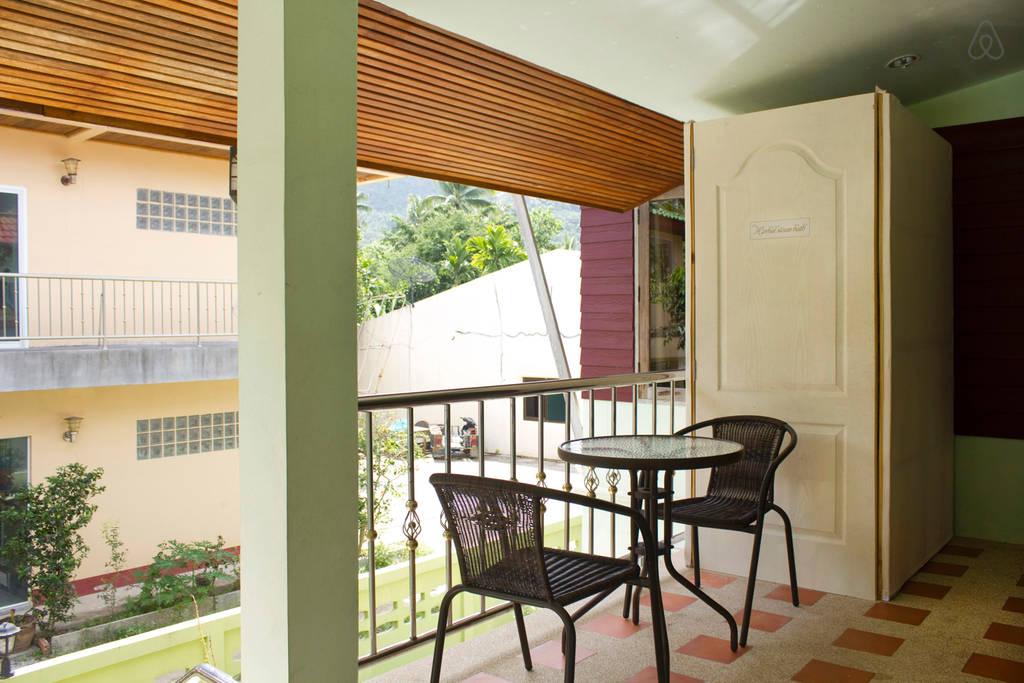 thai contemporary pool house (16)