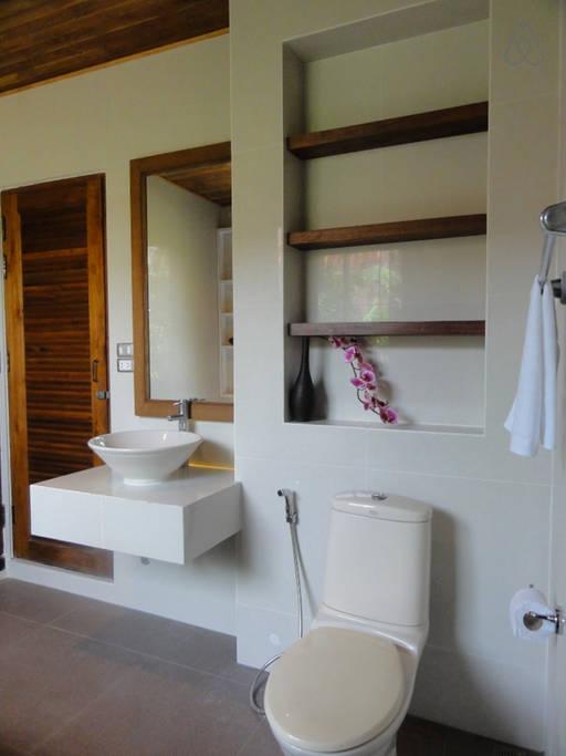 thai oldschool cabin in present life (9)