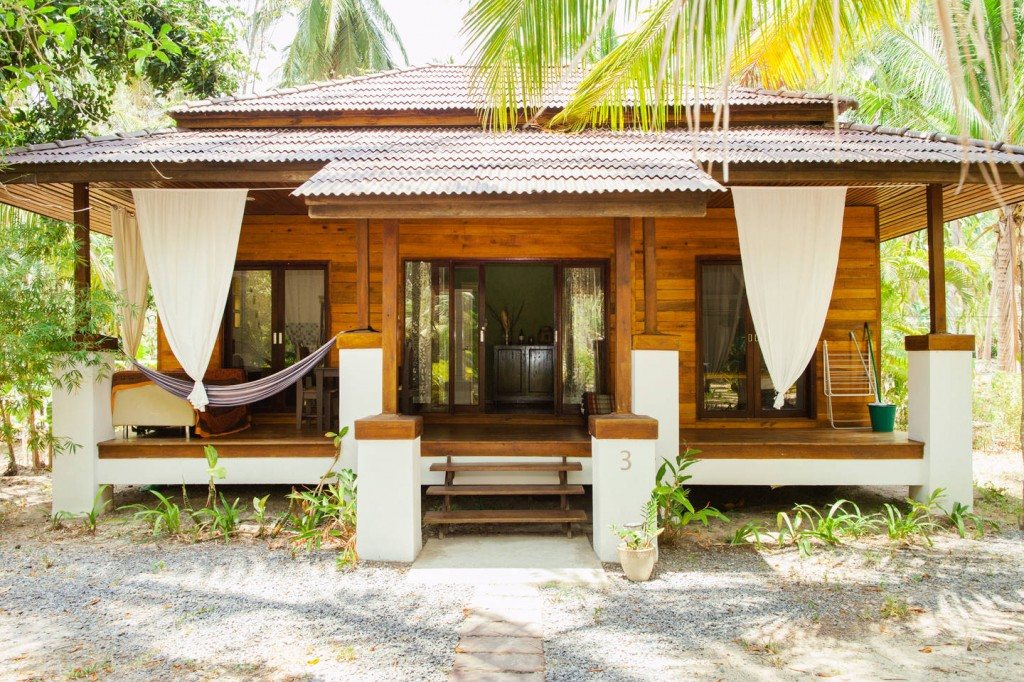 tropical wooden residence (1)