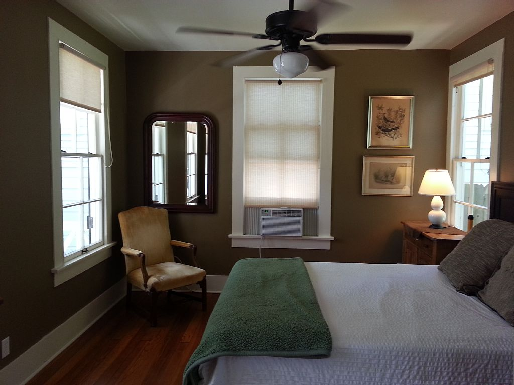 white cozy cottage (17)