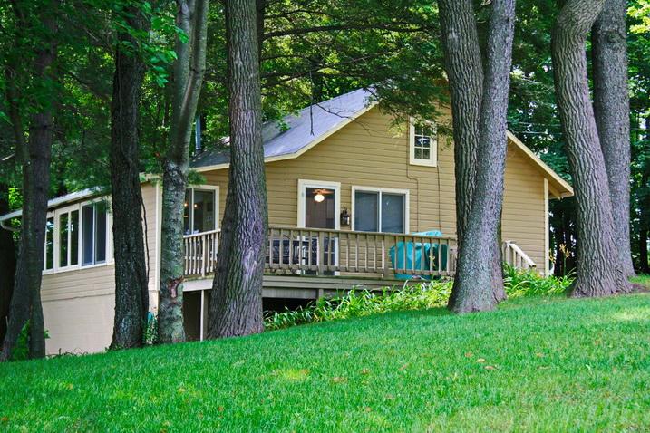 white cozy family cottage (1)