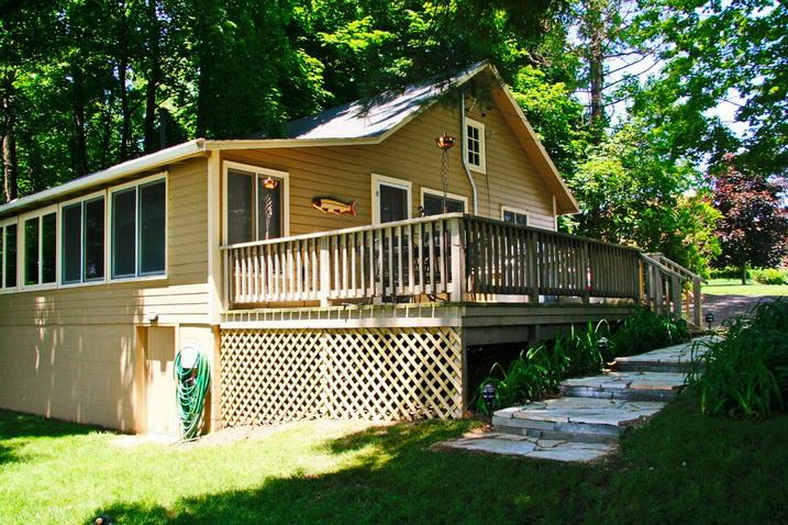 white cozy family cottage (13)