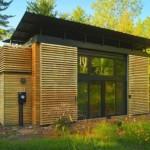 บ้านคอมแพ็ค ออกแบบหลังคาทรงผีเสื้อ ตกแต่งด้วยงานไม้สวยเรียบสะอาดตา
