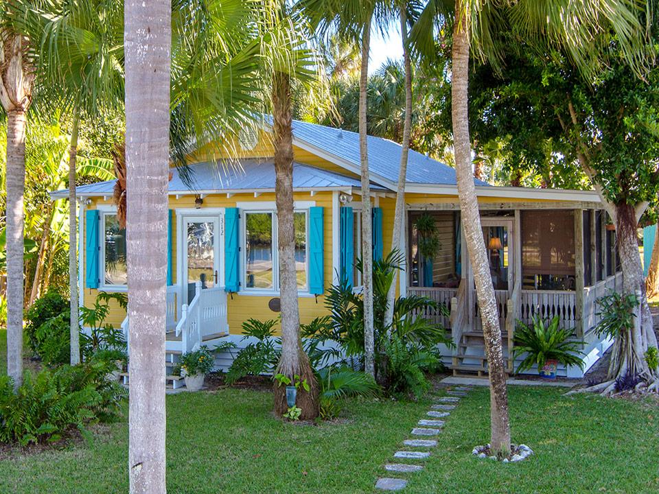 yellow cozy cottage (1)