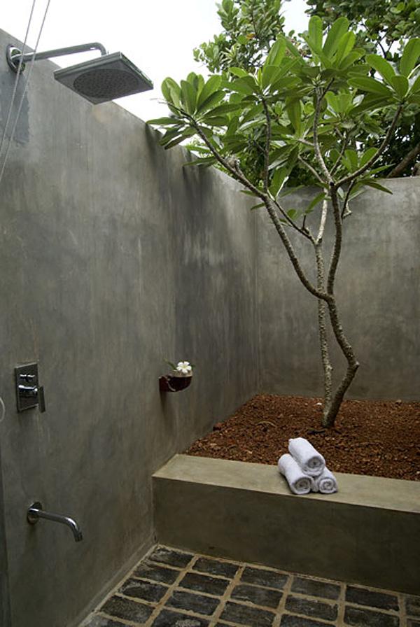 21-wonderful-outdoor-shower-and-bathroom-design-ideas (11)