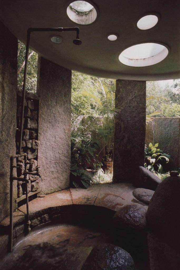 21-wonderful-outdoor-shower-and-bathroom-design-ideas (14)