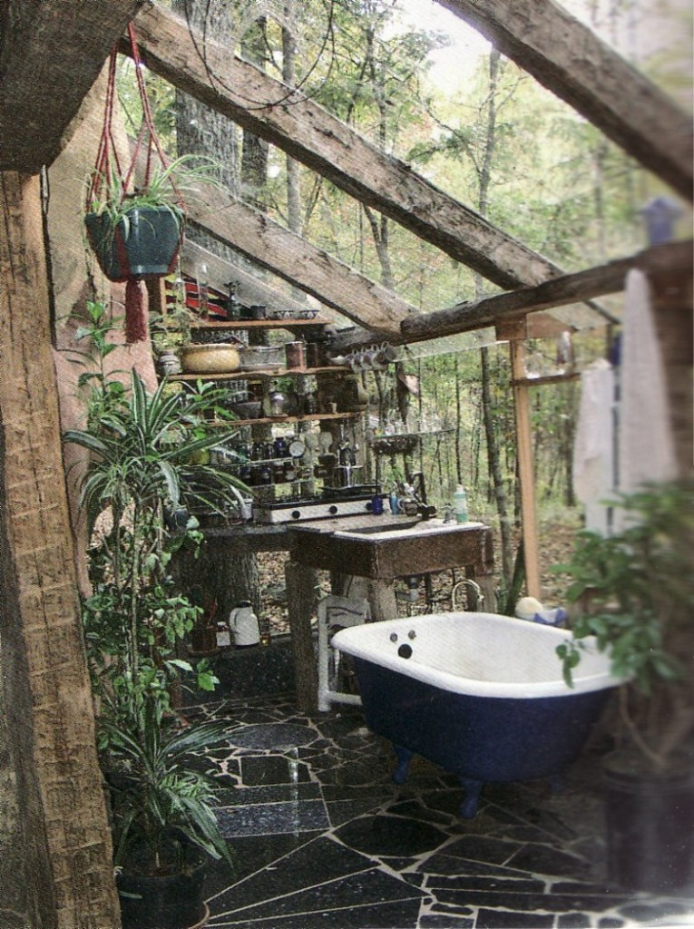 21-wonderful-outdoor-shower-and-bathroom-design-ideas (15)
