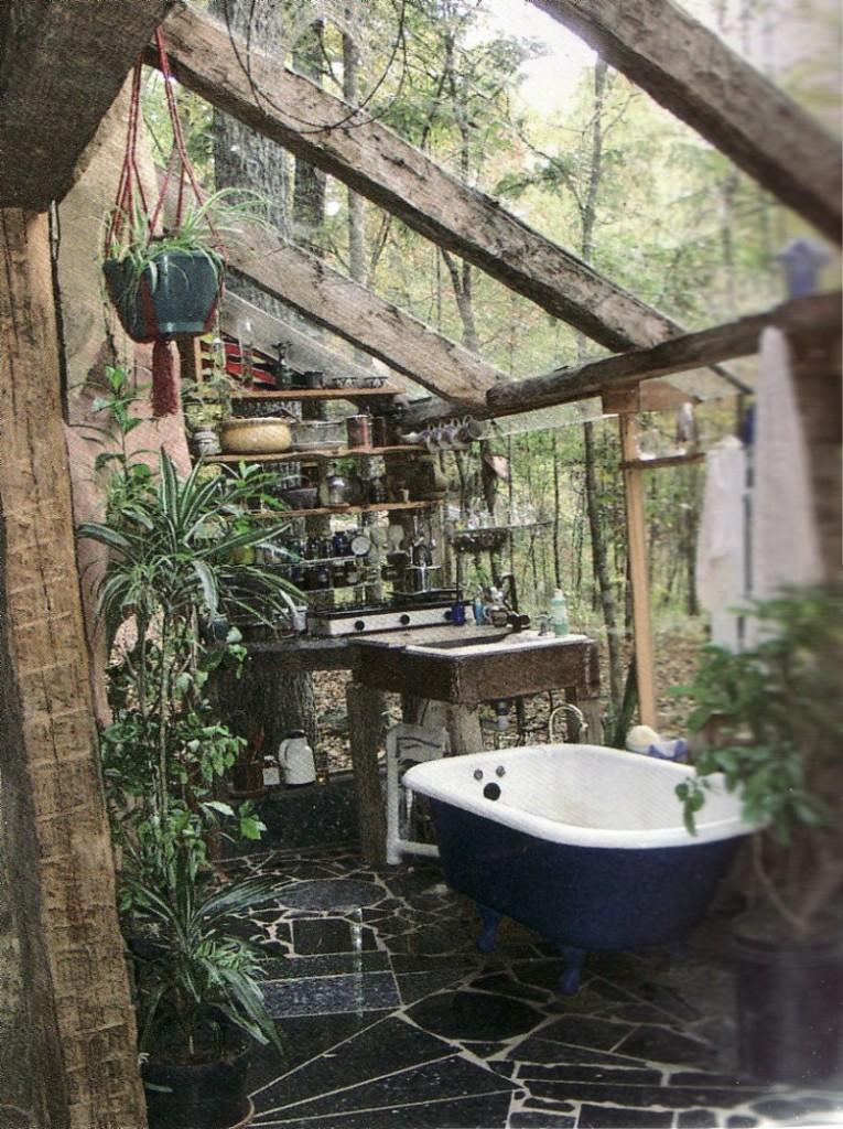 21-wonderful-outdoor-shower-and-bathroom-design-ideas (15)