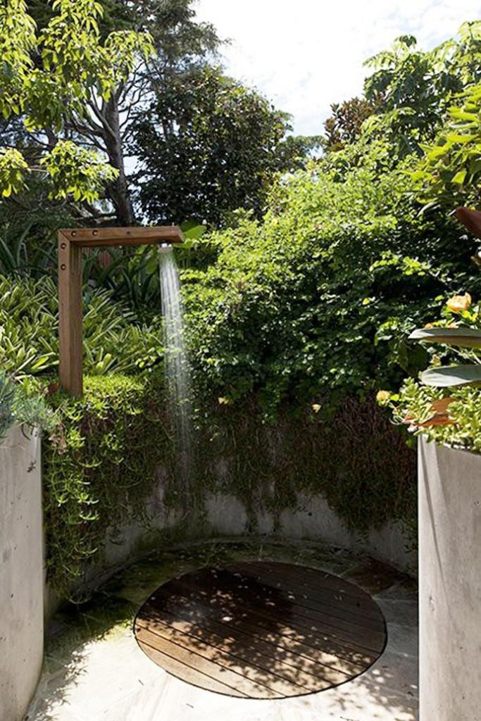 21-wonderful-outdoor-shower-and-bathroom-design-ideas (3)