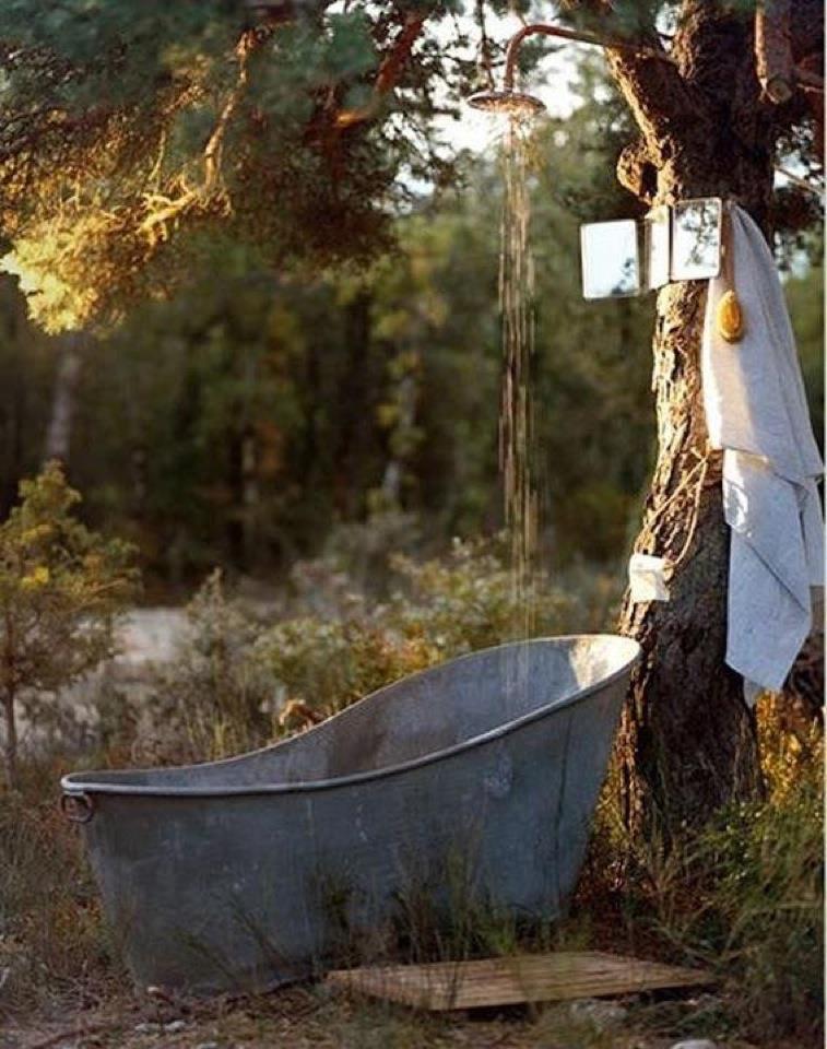 21-wonderful-outdoor-shower-and-bathroom-design-ideas (6)