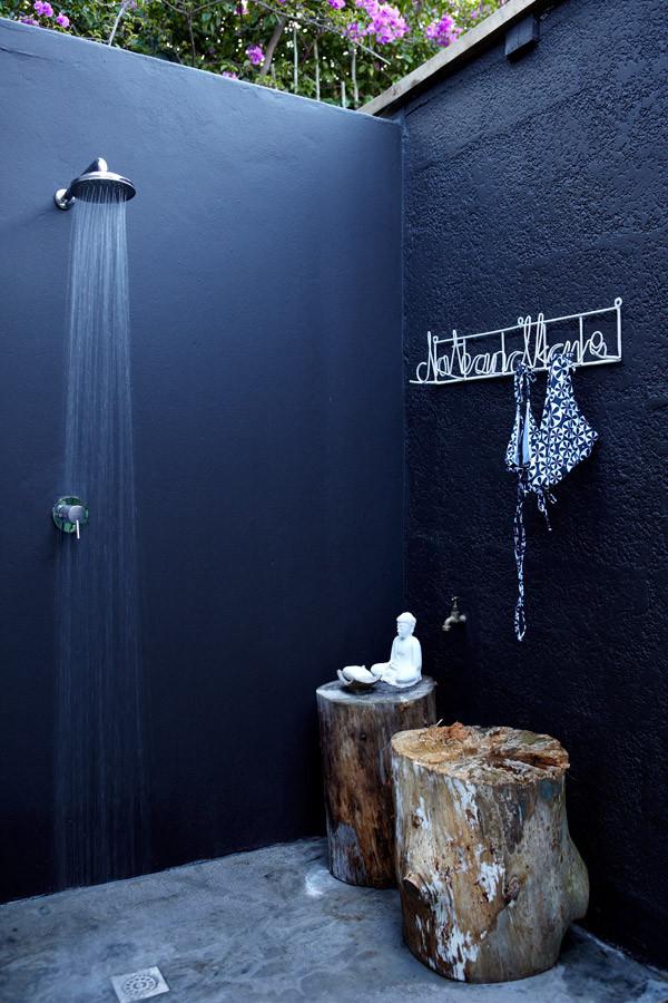 21-wonderful-outdoor-shower-and-bathroom-design-ideas (8)